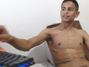 boy_makintosh record show with cum from Chaturbate