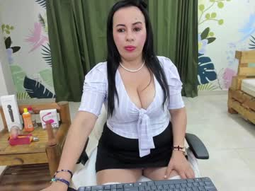 kassandrahill show with toys from Chaturbate.com