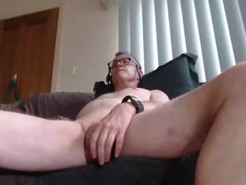aussiemalet record show with toys from Chaturbate