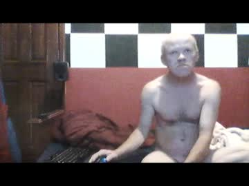 terdness2366 record blowjob video from Chaturbate.com