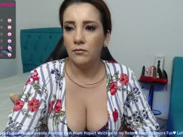mom_17 video with dildo from Chaturbate.com