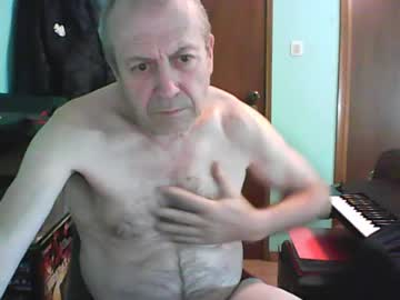 bassistluis record video with toys from Chaturbate