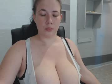 hugge_tits show with cum from Chaturbate.com