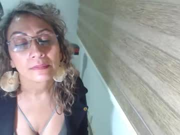 yessilatin record public show video from Chaturbate
