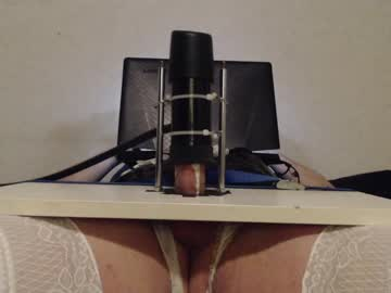 joelynne record blowjob video from Chaturbate.com