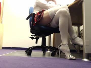 chris_hot73 public show from Chaturbate